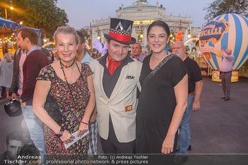 Roncalli Zirkus Premiere - Roncalli Zirkuszelt Rathausplatz Wien - Mi 12.09.2018 - Gräfin Evi WALDERDORFF, Schoko-Michi Reimer, Carmen KREUZER102