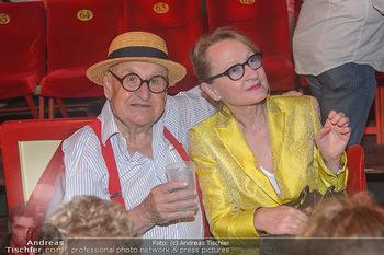 Roncalli Zirkus Premiere - Roncalli Zirkuszelt Rathausplatz Wien - Mi 12.09.2018 - Gustav PEICHL mit Begleitung106