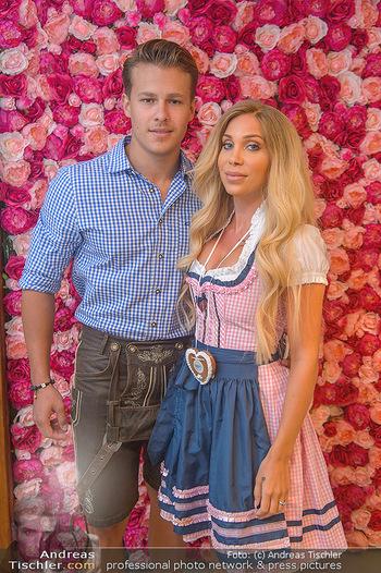 Promi Trachtenmodenschau - GSH Designhotel Ana Enzian Wien - Mi 26.09.2018 - Tara TABITHA mit Freund Maxim NIHERDUS3