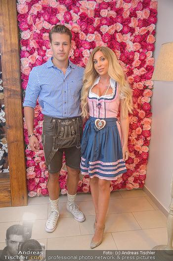 Promi Trachtenmodenschau - GSH Designhotel Ana Enzian Wien - Mi 26.09.2018 - Tara TABITHA mit Freund Maxim NIHERDUS12