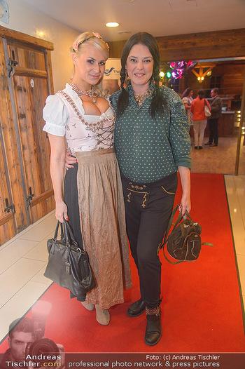 Promi Trachtenmodenschau - GSH Designhotel Ana Enzian Wien - Mi 26.09.2018 - Kathi STEININGER, Carmen KREUZER26