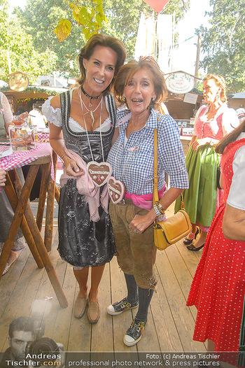 Damenwiesn - Wiener Wiesn, Wien - Do 11.10.2018 - Kathi STUMPF mit Mutter Elisabeth43