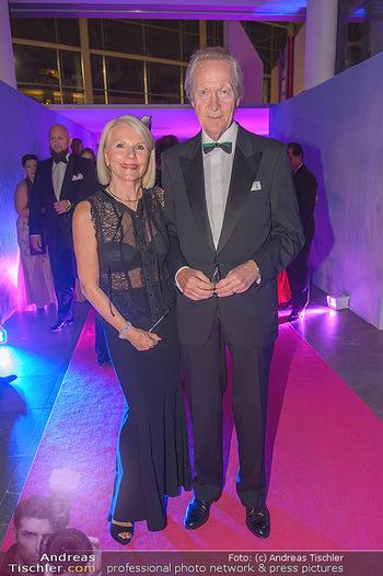 Ronald McDonald Kinderhilfegala - Messe Wien - Fr 19.10.2018 - Rudolf HUMER mit Ehefrau50