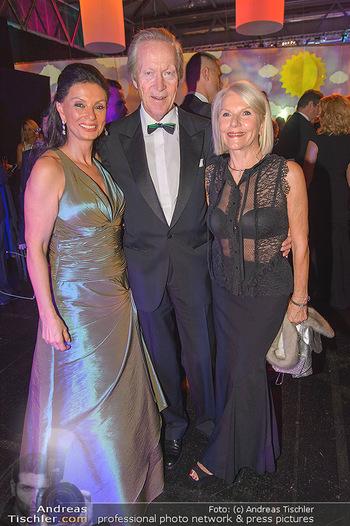 Ronald McDonald Kinderhilfegala - Messe Wien - Fr 19.10.2018 - Rudolf HUMER mit Ehefrau, Sonja KLIMA52