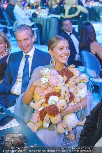 Ronald McDonald Kinderhilfegala - Messe Wien - Fr 19.10.2018 - Victoria SWAROVSKI mit Ehemann Werner MÜRZ und Plüschtieren161