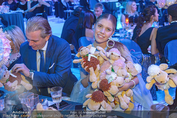 Ronald McDonald Kinderhilfegala - Messe Wien - Fr 19.10.2018 - Victoria SWAROVSKI mit Ehemann Werner MÜRZ und Plüschtieren164