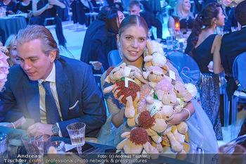Ronald McDonald Kinderhilfegala - Messe Wien - Fr 19.10.2018 - Victoria SWAROVSKI mit Ehemann Werner MÜRZ und Plüschtieren165