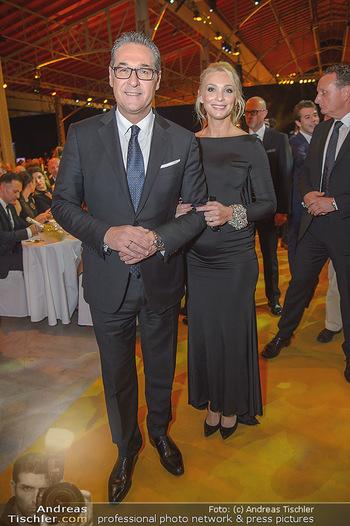Sporthilfe Sportler des Jahres Gala - Marx Halle - Mi 31.10.2018 - Heinz-Christian HC STRACHE mit Ehefrau Philippa (BECK, schwanger102