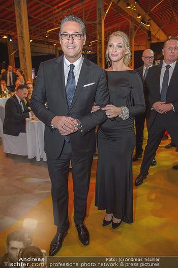 Sporthilfe Sportler des Jahres Gala - Marx Halle - Mi 31.10.2018 - Heinz-Christian HC STRACHE mit Ehefrau Philippa (BECK, schwanger104