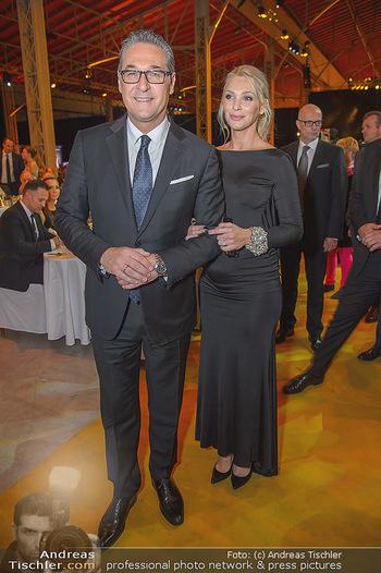 Sporthilfe Sportler des Jahres Gala - Marx Halle - Mi 31.10.2018 - Heinz-Christian HC STRACHE mit Ehefrau Philippa (BECK, schwanger105
