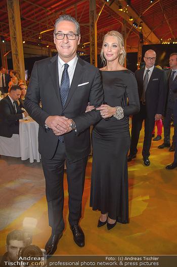 Sporthilfe Sportler des Jahres Gala - Marx Halle - Mi 31.10.2018 - Heinz-Christian HC STRACHE mit Ehefrau Philippa (BECK, schwanger106