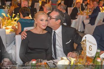 Sporthilfe Sportler des Jahres Gala - Marx Halle - Mi 31.10.2018 - Heinz-Christian HC STRACHE mit Ehefrau Philippa (BECK, schwanger115