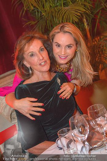 Life goes on Gala - Rathaus Wien - Sa 03.11.2018 - Prinzessin Sarah VON ISENBURG mit Mutter Constance NEUHANN-LOREN42