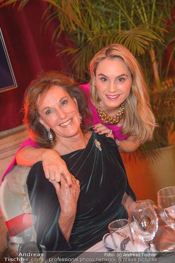 Life goes on Gala - Rathaus Wien - Sa 03.11.2018 - Prinzessin Sarah VON ISENBURG mit Mutter Constance NEUHANN-LOREN44