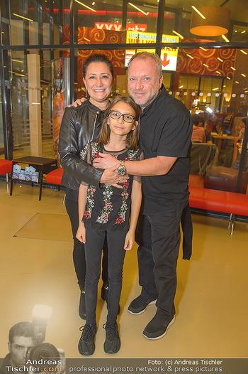 Die Schöne und das Biest - Wiener Stadthalle - Do 08.11.2018 - Reinhard NOWAK mit Ehefrau Arzu, Kind Mina2