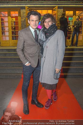 Premiere Vatermord - Rabenhof Theater - Do 15.11.2018 - Manuel RUBEY mit Freundin Stefanie NOLZ16