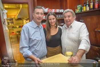 Hase trifft Zweigelt - Hausmair´s Gaststätte - Do 22.11.2018 - Herbert HAUSMAIR mit Tochter Antonia, Reinhard GERER2