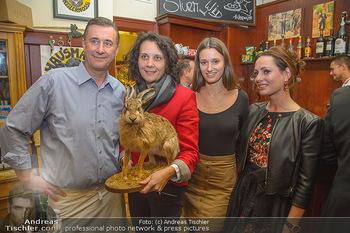 Hase trifft Zweigelt - Hausmair´s Gaststätte - Do 22.11.2018 - Herbert HAUSMAIR mit Tochter Antonia, Carina FRANK, Henrieta ZAN5