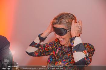 Master Lin Meaningful Luxury - MQ Museumsquartier, Wien - Mo 26.11.2018 - Desiree TREICHL-STÜRGKH mit Augenbinde208