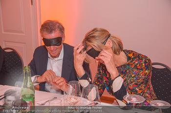 Master Lin Meaningful Luxury - MQ Museumsquartier, Wien - Mo 26.11.2018 - Desiree TREICHL-STÜRGKH, Rainer DEISENHAMMER mit Augenbinde211