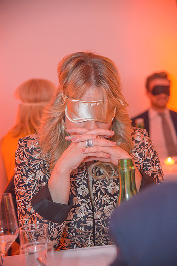 Master Lin Meaningful Luxury - MQ Museumsquartier, Wien - Mo 26.11.2018 - Elina GARANCA mit Augenbinde (Blindverkostung)221