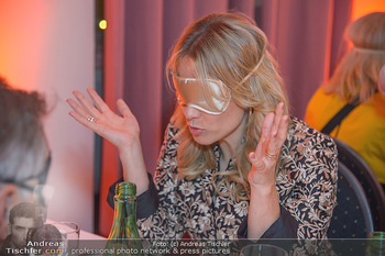 Master Lin Meaningful Luxury - MQ Museumsquartier, Wien - Mo 26.11.2018 - Elina GARANCA mit Augenbinde (Blindverkostung)225