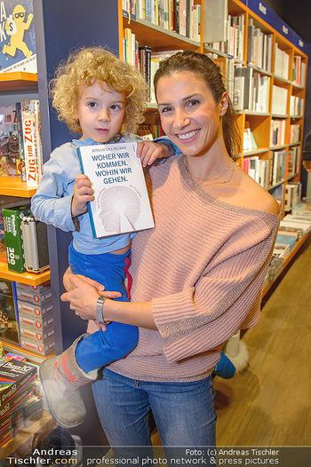Johannes Huber Buchpräsentation - Thalia, Landstraße - Mo 03.12.2018 - Kristina WORSEG mit Sohn Nicolas13