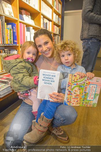 Johannes Huber Buchpräsentation - Thalia, Landstraße - Mo 03.12.2018 - Kristina WORSEG mit Kindern Elena und Nicolas23