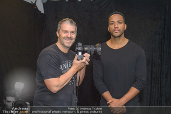 Dancer against Cancer Fotoshooting - BMW Wien Heiligenstadt - Do 06.12.2018 - Manfred BAUMANN, Cesar SAMPSON11