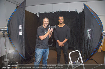 Dancer against Cancer Fotoshooting - BMW Wien Heiligenstadt - Do 06.12.2018 - Manfred BAUMANN, Cesar SAMPSON12