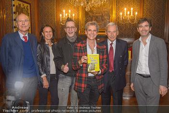 Goldenes Buch für Thomas Brezina - Hauptverband des Österreichischen Buchhandels - Di 11.12.2018 - Thomas BREZINA mit Hund Joppy und Freund Igor, Johannes HUBER, H11