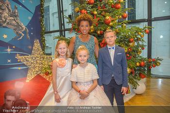 Weihnachtsball für Kinder - Hofburg - Mi 12.12.2018 - Arabella KIESBAUER mit Kindern (vlnr) Anna, Valeria und Egor12
