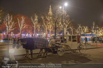 ZuKi Punsch Charity - Am Graben, Wien - Do 13.12.2018 - Advent Christkindlmarkt Rathausplatz Wien Fiaker Beleuchtung18