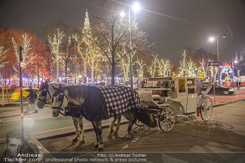 ZuKi Punsch Charity - Am Graben, Wien - Do 13.12.2018 - Advent Christkindlmarkt Rathausplatz Wien Fiaker Beleuchtung19