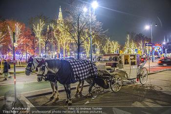 ZuKi Punsch Charity - Am Graben, Wien - Do 13.12.2018 - Advent Christkindlmarkt Rathausplatz Wien Fiaker Beleuchtung20