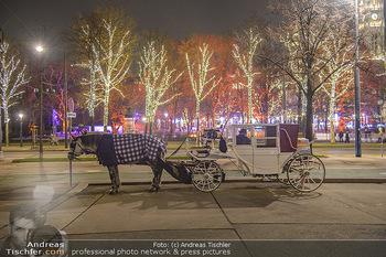 ZuKi Punsch Charity - Am Graben, Wien - Do 13.12.2018 - Advent Christkindlmarkt Rathausplatz Wien Fiaker Beleuchtung21