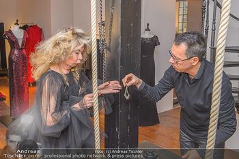 Jeanine Schiller Kleidanprobe - Atelier Thang de Hoo - Di 18.12.2018 - Jeanine SCHILLER, Thang DE HOO6