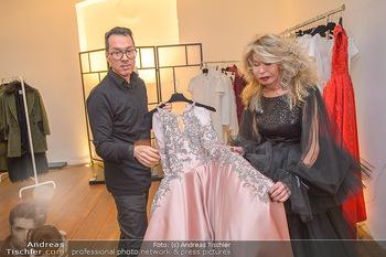 Jeanine Schiller Kleidanprobe - Atelier Thang de Hoo - Di 18.12.2018 - Jeanine SCHILLER, Thang DE HOO15
