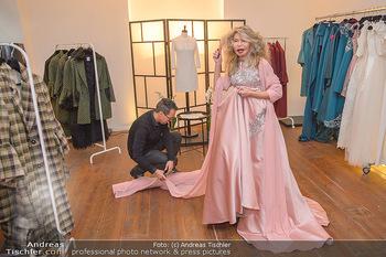 Jeanine Schiller Kleidanprobe - Atelier Thang de Hoo - Di 18.12.2018 - Jeanine SCHILLER, Thang DE HOO20