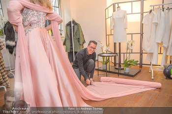 Jeanine Schiller Kleidanprobe - Atelier Thang de Hoo - Di 18.12.2018 - Jeanine SCHILLER, Thang DE HOO21