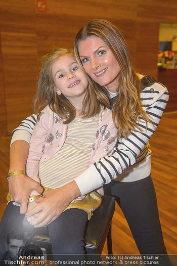 Schwanensee - Stadthalle - Mi 19.12.2018 - Martina KAISER mit Tochter Kiana5