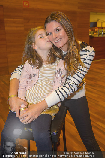 Schwanensee - Stadthalle - Mi 19.12.2018 - Martina KAISER mit Tochter Kiana6