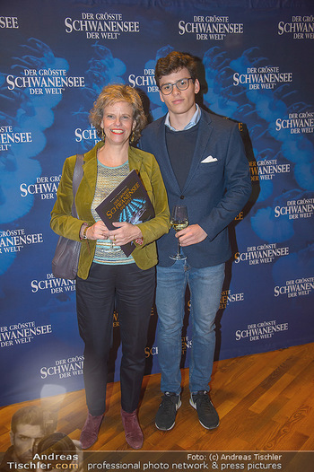 Schwanensee - Stadthalle - Mi 19.12.2018 - Sabine HAAG mit Sohn Matthias7