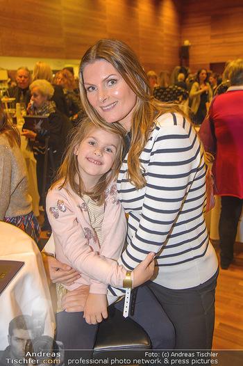Schwanensee - Stadthalle - Mi 19.12.2018 - Martina KAISER mit Tochter Kiana11