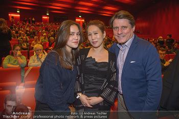 Schwanensee - Stadthalle - Mi 19.12.2018 - Christian SPATZEK mit Ehefrau Sun Young und Tochter Nina26
