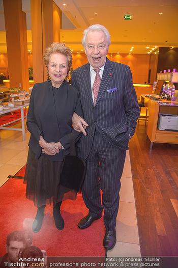 Jeanine Schiller Neujahrscocktail - Hilton am Stadtpark - Di 08.01.2019 - Harald und Mausi Ingeborg SERAFIN9