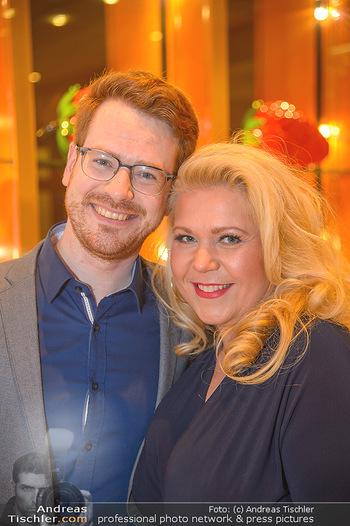 Jeanine Schiller Neujahrscocktail - Hilton am Stadtpark - Di 08.01.2019 - Susanna HIRSCHLER mit Freund Felix52