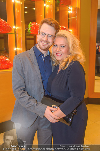Jeanine Schiller Neujahrscocktail - Hilton am Stadtpark - Di 08.01.2019 - Susanna HIRSCHLER mit Freund Felix53