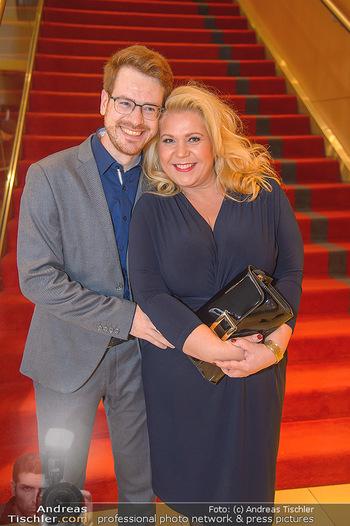 Jeanine Schiller Neujahrscocktail - Hilton am Stadtpark - Di 08.01.2019 - Susanna HIRSCHLER mit Freund Felix54