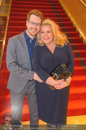 Jeanine Schiller Neujahrscocktail - Hilton am Stadtpark - Di 08.01.2019 - Susanna HIRSCHLER mit Freund Felix55